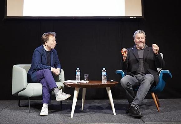 "Fauteuil ""Ivy"", Mambo Unlimited Ideas. En photo, Philippe Starck (à droite)."